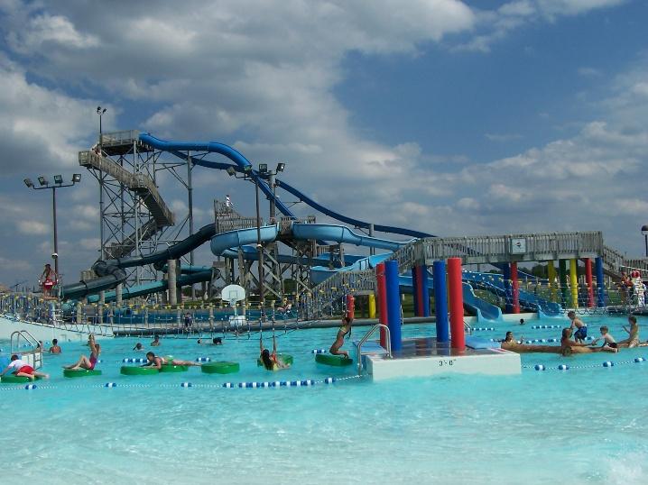 Island Water Park Wave Pool